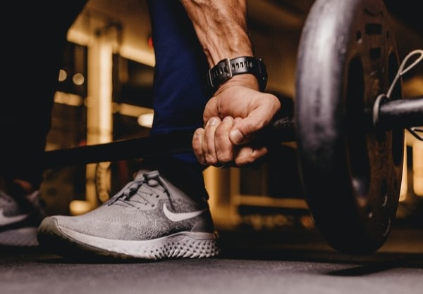 The everlasting battle of cardio vs. weightlifting rages on, as each compete for the title of best exercise regimen. Realistically, however, no one can expect to see killer results without incorporating aspects of both into a workout routine.